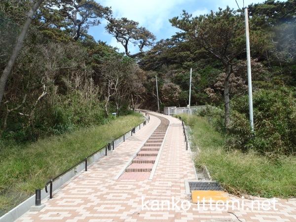 足付温泉から憩の家への階段