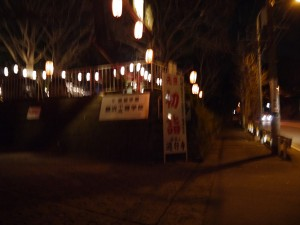 夜の遊行寺入口