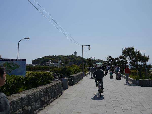 江の島への道