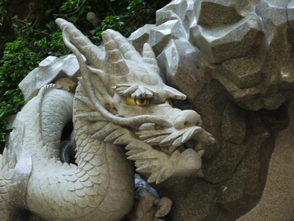 江島神社 入口の龍