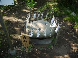 江ノ島奥津宮の力石2