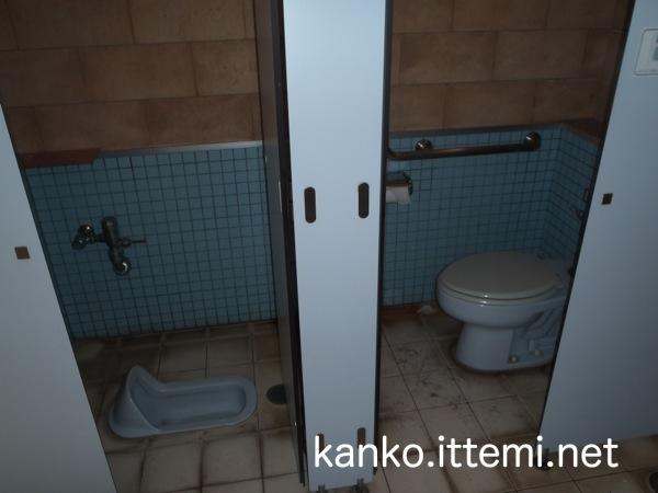 泊海水浴場の男子トイレ2