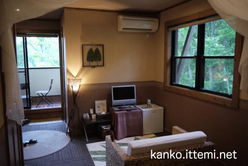 露天風呂付客室「Bari-バリ-」のベッドから見た場合