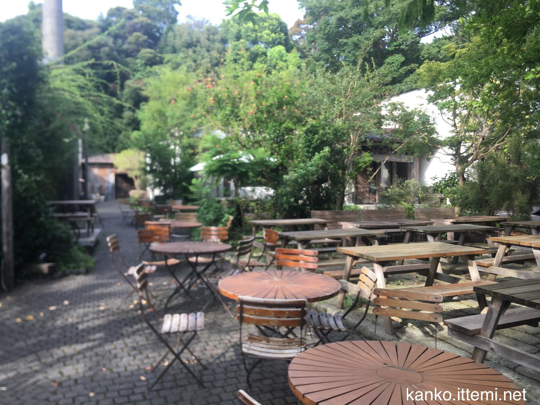 熊澤酒造 屋外のテーブルと椅子